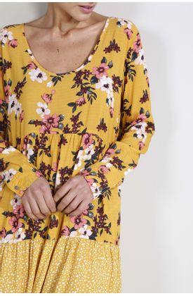 Vestido-corto-estampado-fondo--flores-y-puntos