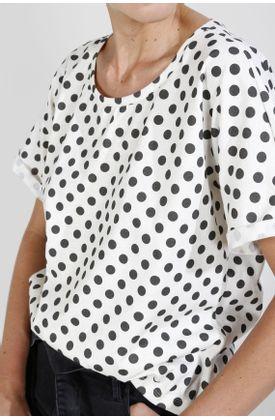 Tshirt-estampado-puntos-negros