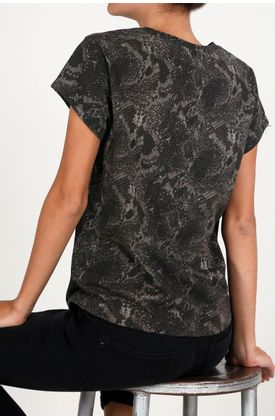 Tshirt-estampado-de-animal-print