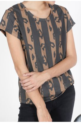 Tshirt-estampado-animal-print-de-rayas