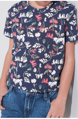 Tshirt-de-flores-con-estampado-localizado-dare-to-be-different
